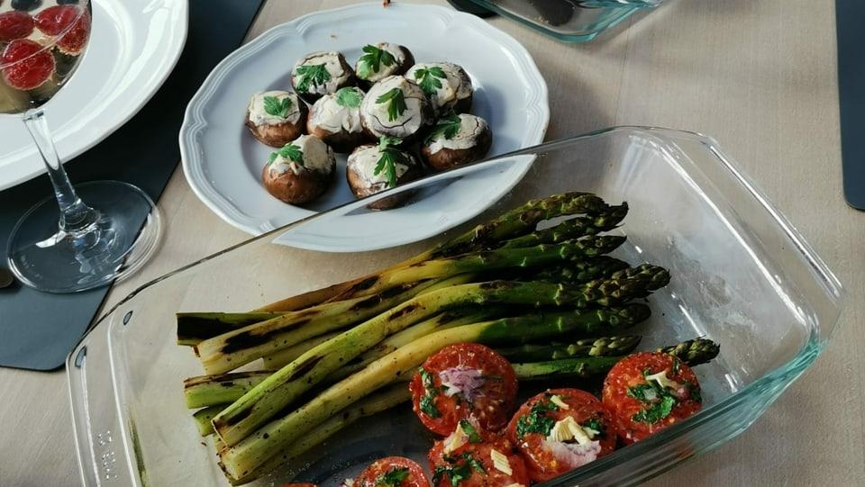 Avunda per tuts: spargias, ligiongias, filet e bulieus grillads.