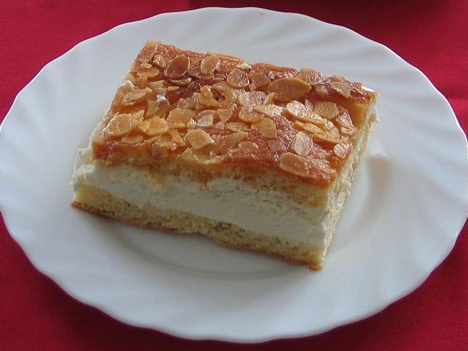 Bienenstich: Kuchen aus Hefeteig mit Belag aus Zucker-Mandel-Masse