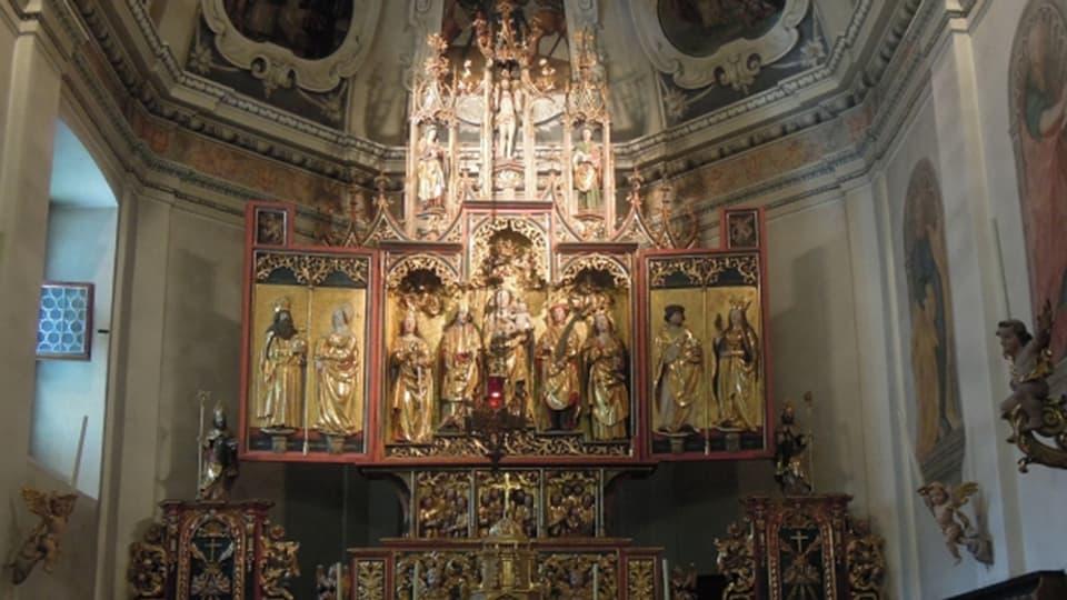 Altar cun figuras da sontgs e duas alas.