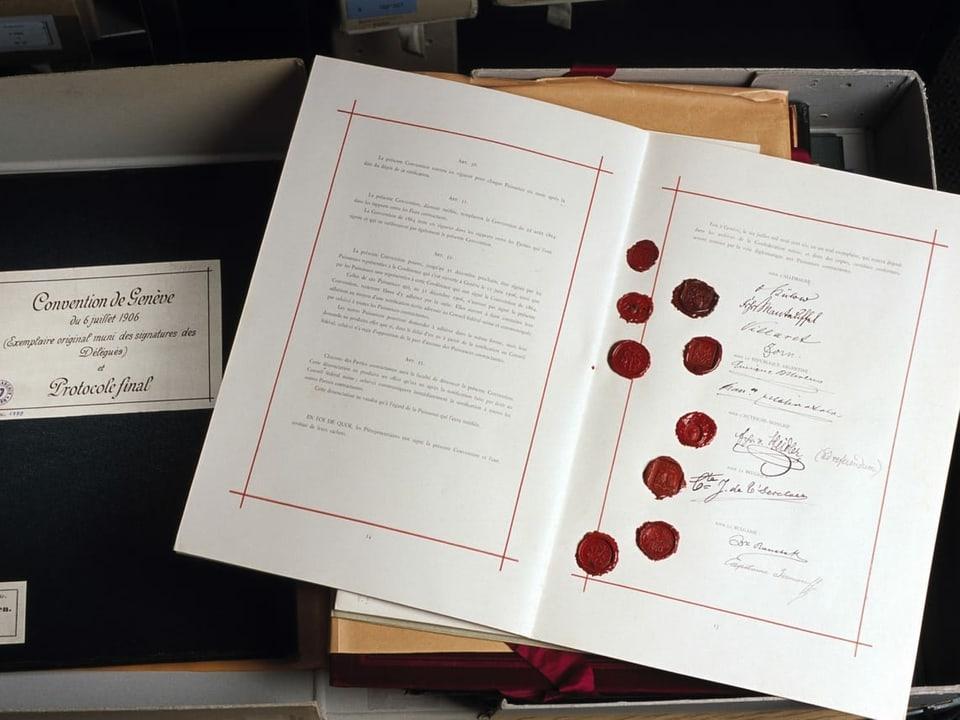Genfer Konvention mit neun roten Wachssiegeln