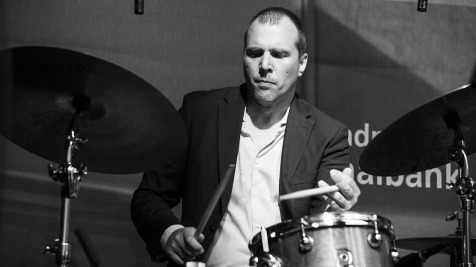 Rolf Caflisch durant in concert.