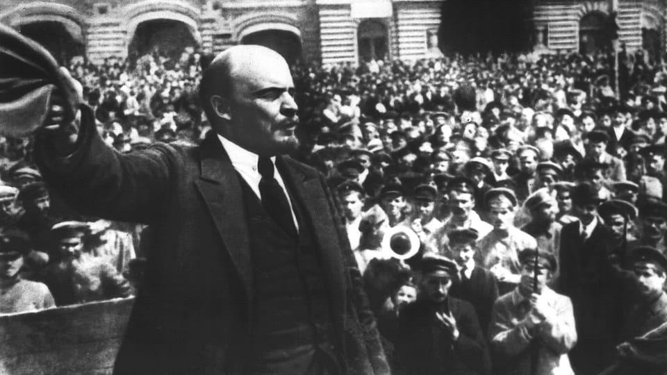 Discurs da Wladimir Iljitsch Uljanow (alias Lenin) avant la fulla. (Fotografia dal 1919)