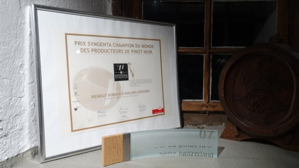 document e distincziuns per il meglier vin dals vins dals Donatsch