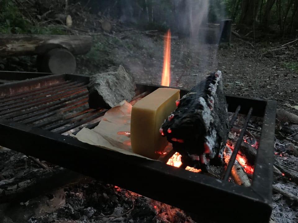 Käse auf Feuer