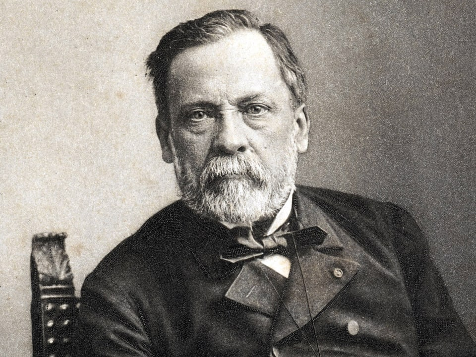 Schwarzweiss-Foto eines ältern Herrn mit Bart