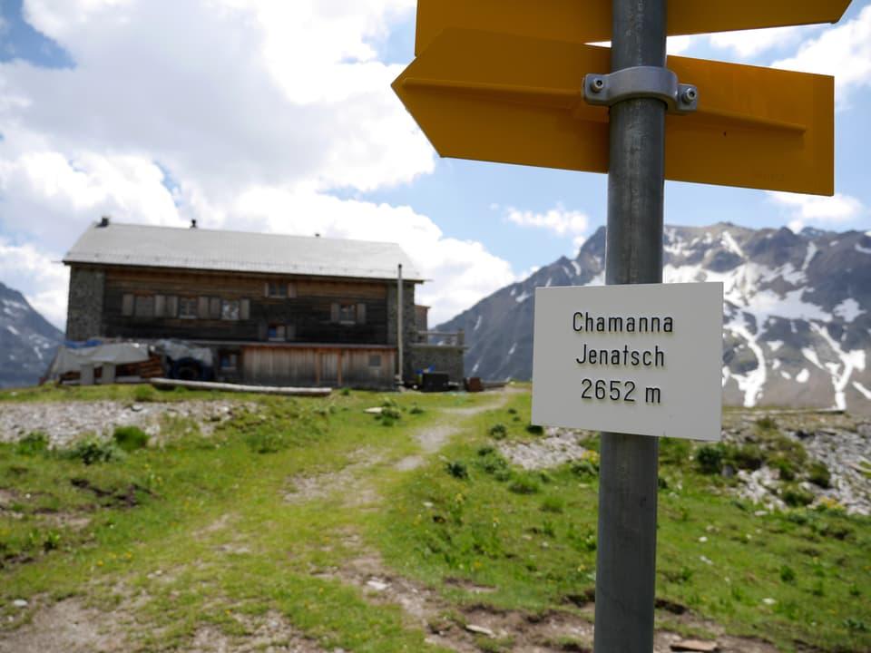 Wasndertafel mit Höhenangaben zur Jenatschhütte.