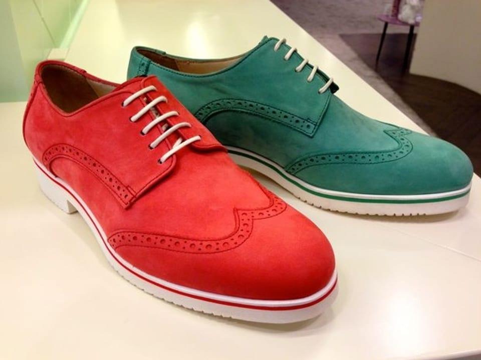roter und grüner Schuhe