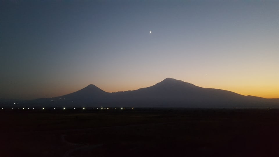 Il munt Ararat è il simbol naziunal dals Armens. El è visibel davent dad ina gronda part dal territori armen, ma sa chatta dapi 1921 sin il territori da la Tirchia.