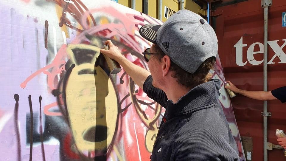 Parlament da San Murezzan fa graffitis cun Bane
