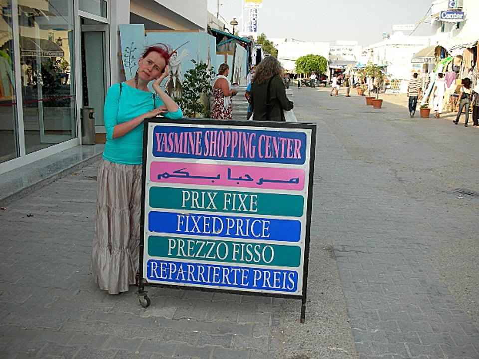 Schild auf dem «fixed price» mit repariertem Preis übersetzt ist.