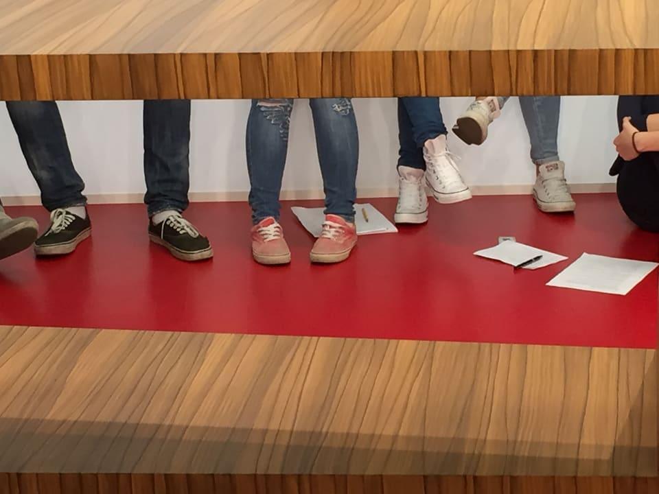 Füsse und Schuhe.