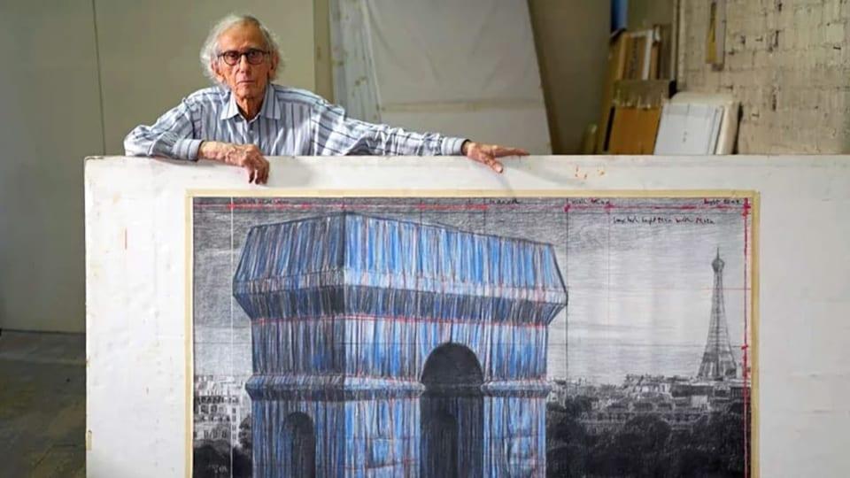 Nach Christos Tod verpackt Paris den Triumphbogen