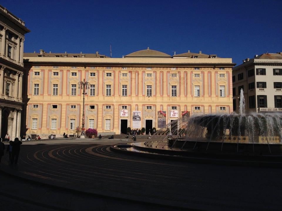 Vista sin il vegl bajetg Palazzo Ducale.