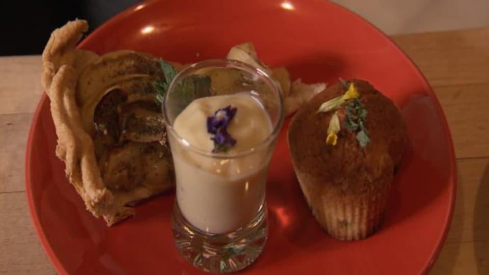Apfelkuchen, Rhabarber-Muffin und Waldmeistercrème