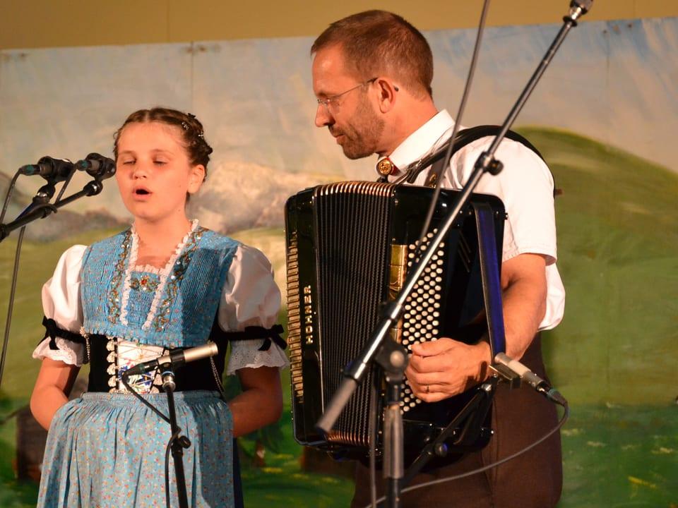 Solojodlerin Juliana Kubli bei ihrem Auftritt beim Nationalen Finals des Wettbewerbs «Folklorenachwuchs 2013».