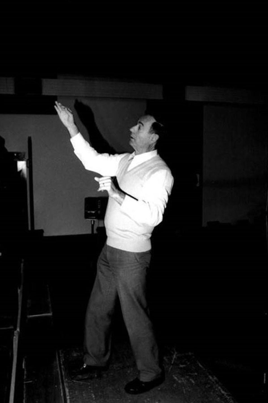 in dirigent (Gion Giusep Derungs) en acziun