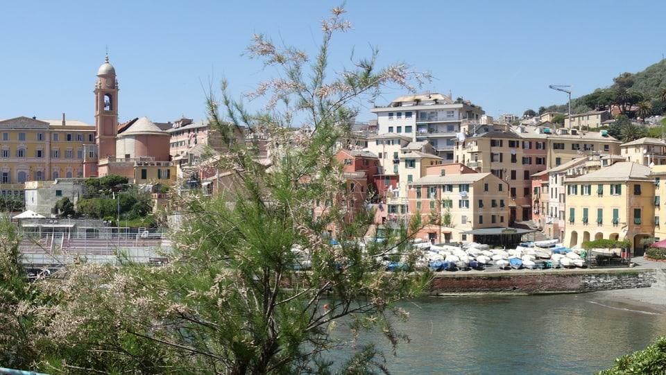 Pliras chasas da Nervi, ina fracziun da Genova.