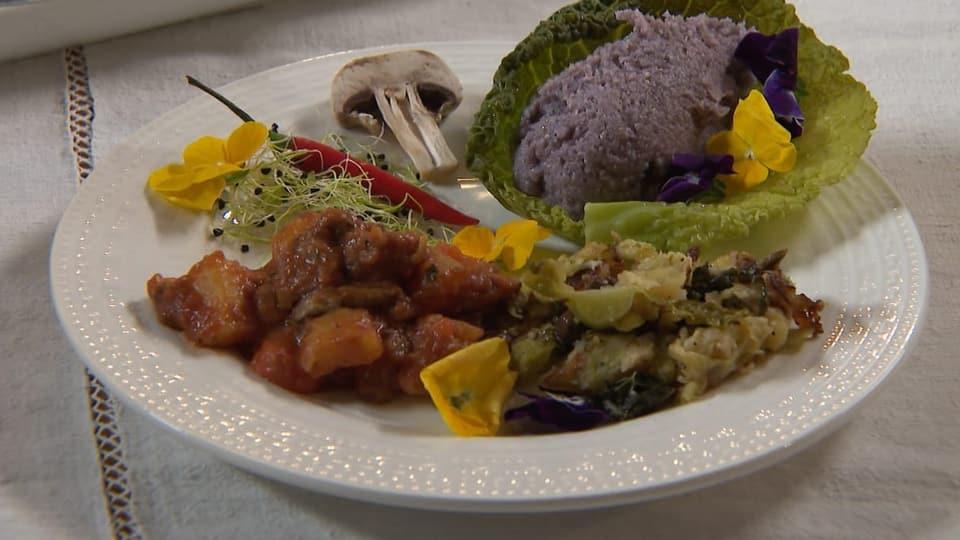 schwarze Polenta mit Gemüseragoût
