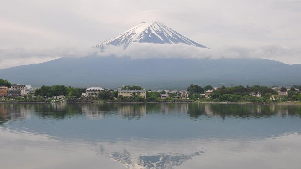 Der Kawaguchi-See bei Fujiyoshida, im Hintergrund der Fuji