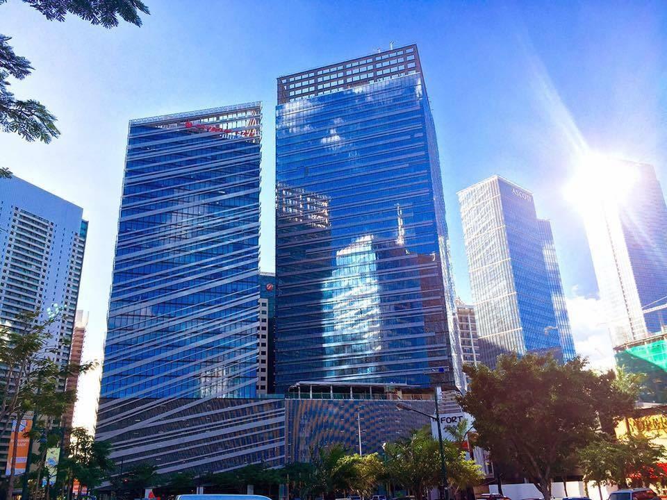 dus blocs - sgratttschiels a Manila