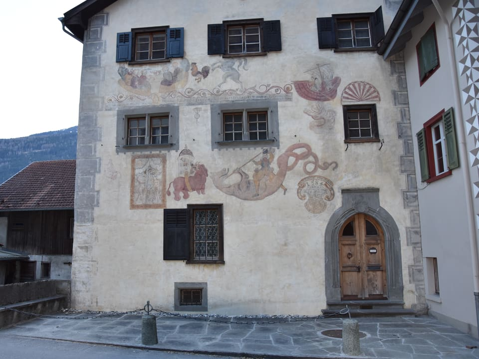 Chasa picturada da Hans Ardüser a Giuvaulta.