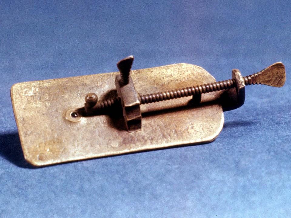 Algtertümliche Konstruktion, die mit einem heutigen Mikroskop nichts gemein hat