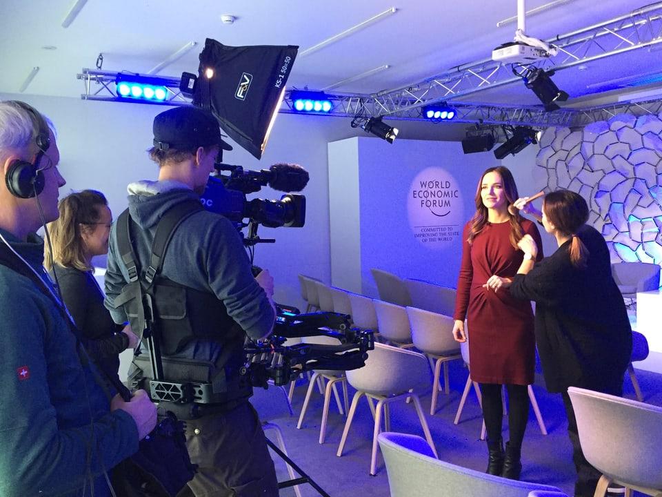 Make up für Patrizia Laeri am WEF, und Kameracrew