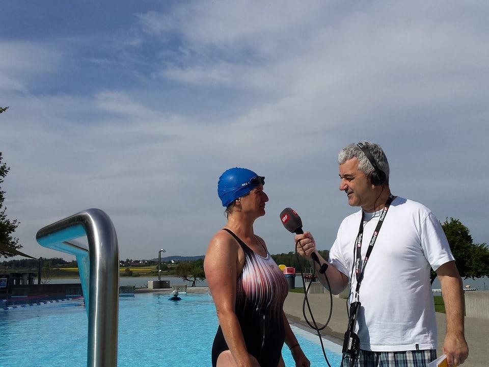 Priska Jansen erzählt Reporter Fredy Gasser, warum sie im Freibad Pfäffikon (ZH) Stammgast ist.