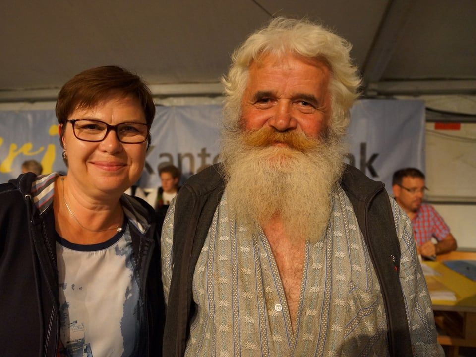 Christine Gertschen mit dunklen kurzen Haaren und Brille, Toni Arnold mit grauen Haaren und buschigem Vollbart.