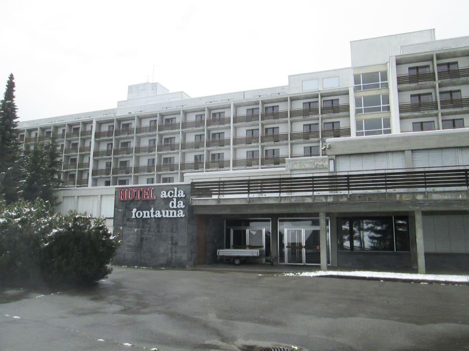 Disentiser Aufreger und Schandfleck: Leerstehendes asbestverseuchtes Hotel