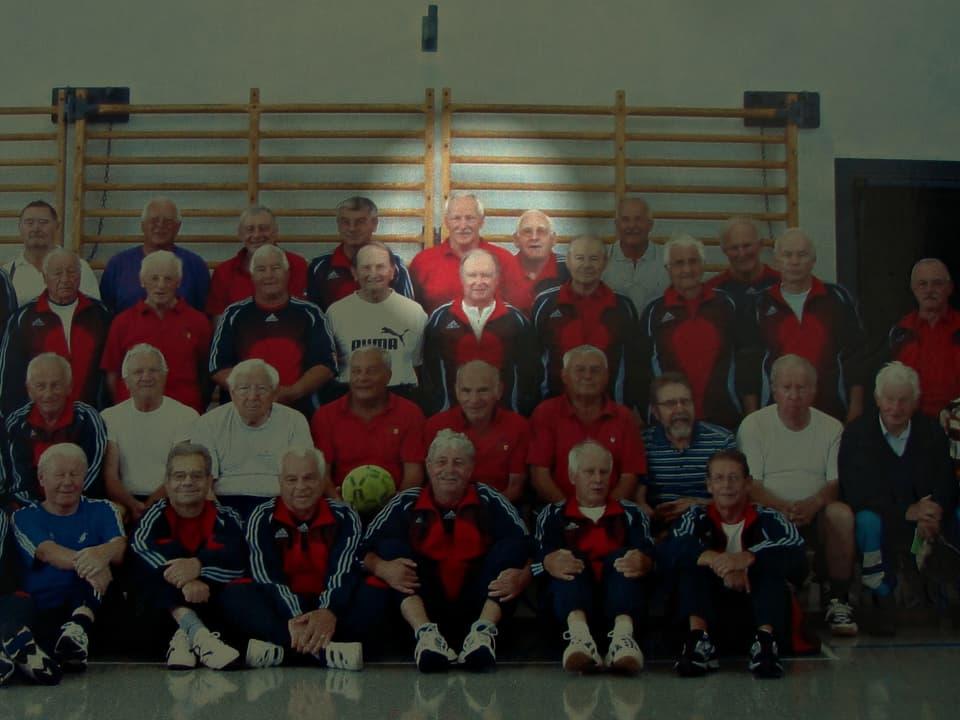 Gruppenbild Erwin Bleuer mit Seniorenriege Studen.