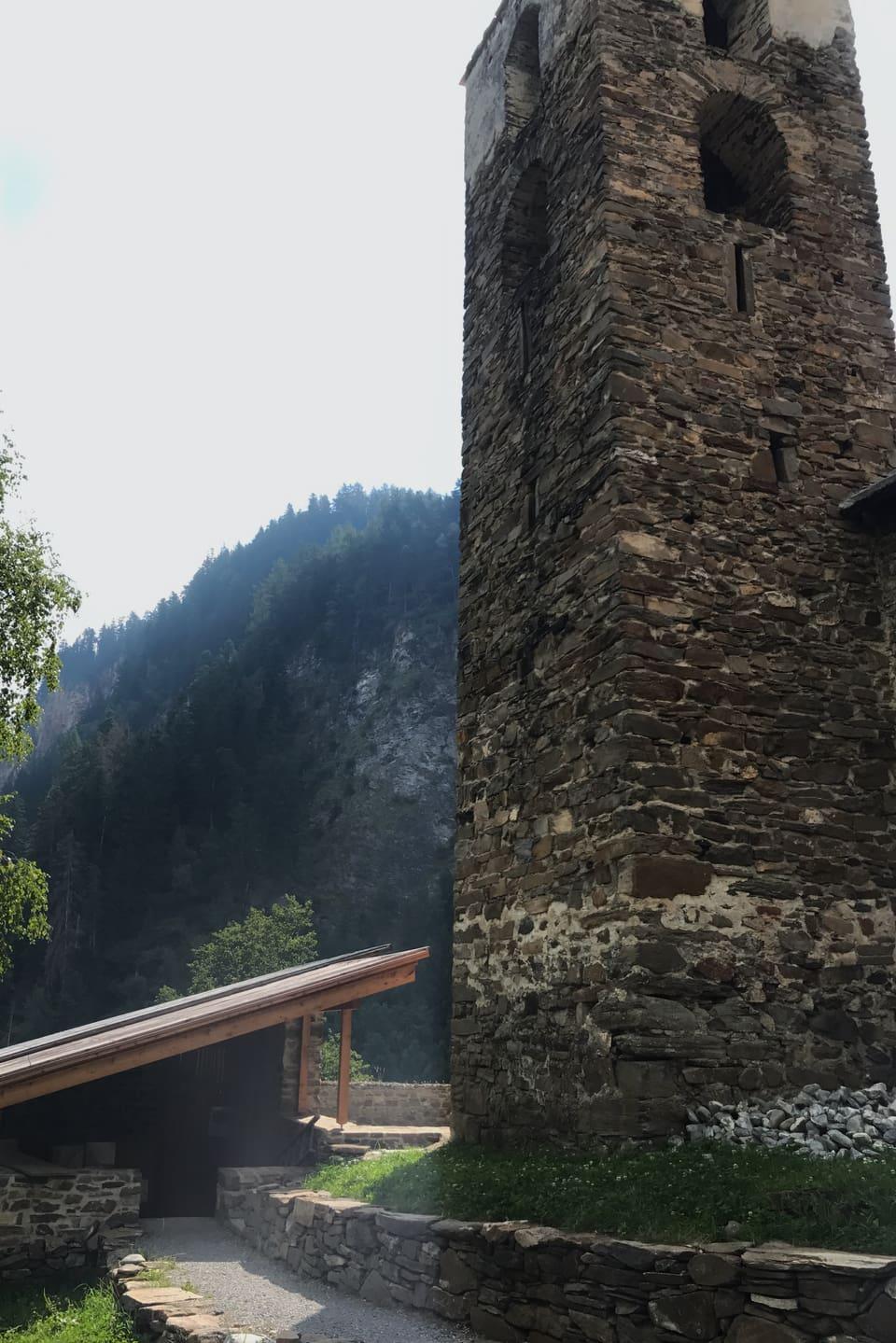 Hohen Rätien ist die grösste Burganlage auf dem Gebiet des Kantons Graubünden in der Schweiz.