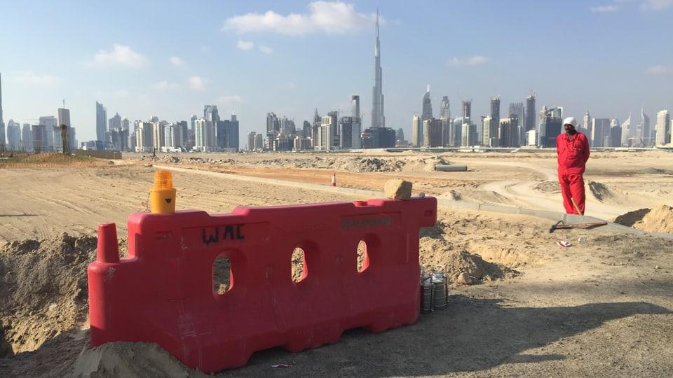 Dubai, im Hintergrund der Burj al Khallifa