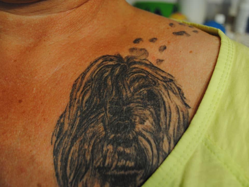 """Karin Egger: """"Ich habe mein Tatoo vor einem guten halben Jahr gemacht. Aus Liebe zu meinen Hunden und zur Rasse Havaneser, das Tatoo bekam ich zum 50. Geburi."""""""
