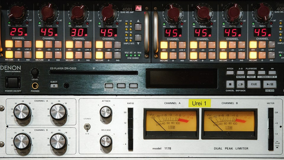 radio auf welcher frequenz kann ich srf musikwelle h ren. Black Bedroom Furniture Sets. Home Design Ideas