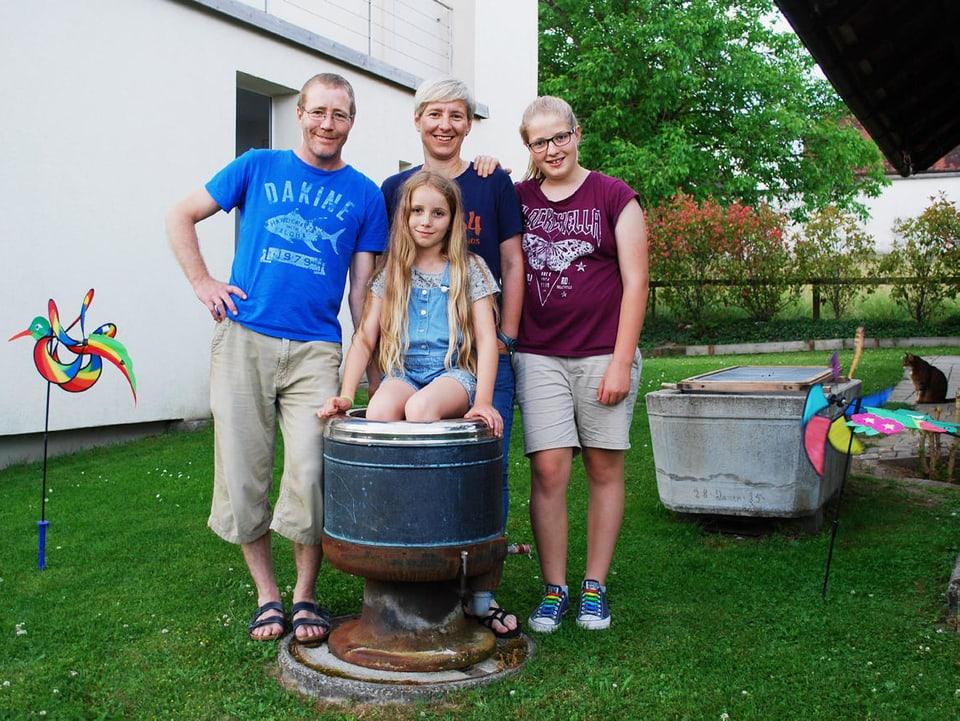 Familie im Garten.