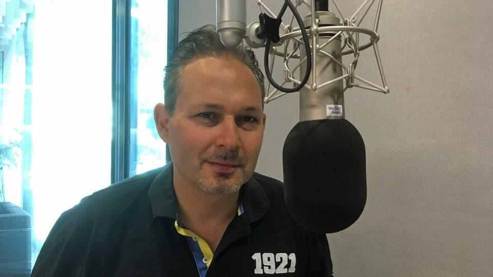 Thomas Fink en il studio da RTR.