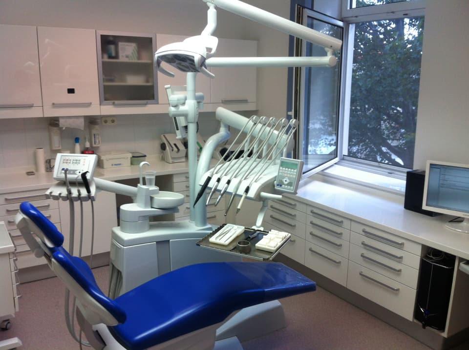 Moderne Zahnarztpraxis in Ungarn.
