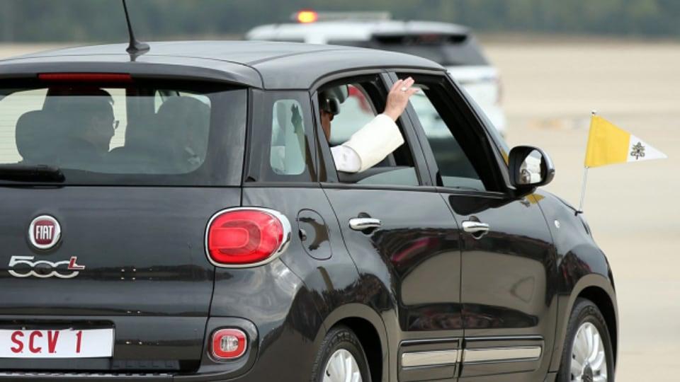 Papa Francestg en in Fiat 500L
