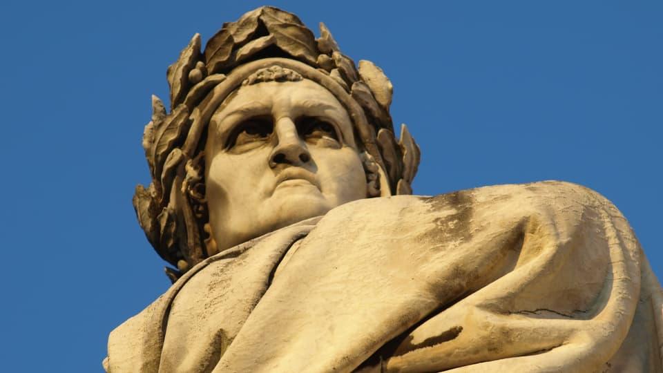 Statua da Dante Alighieri a Firenze.