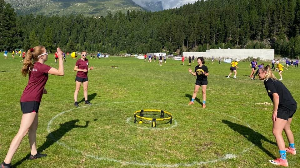 Campiunadi svizzer da Roundnet a San Murezzan