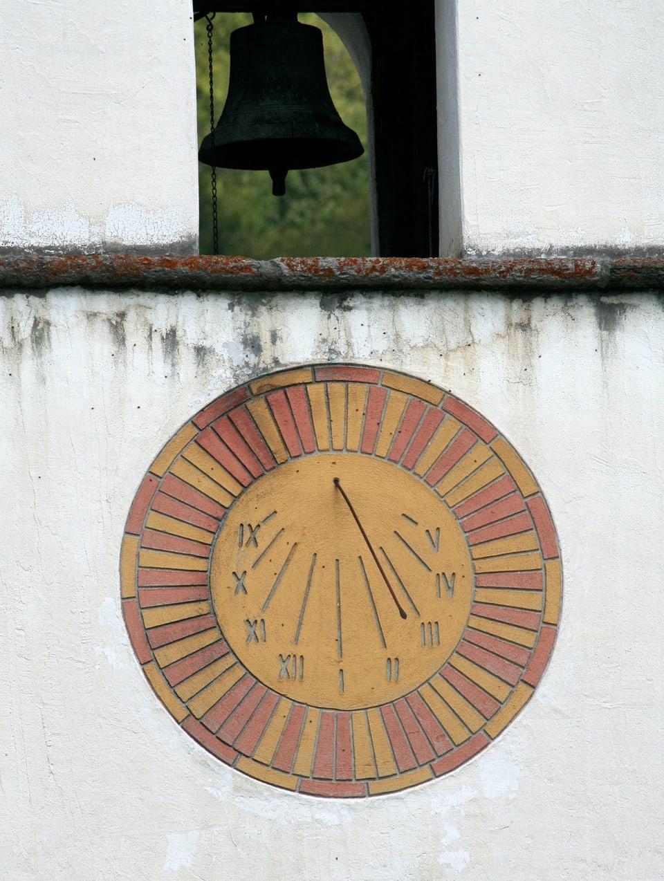 Ura da sulegl sin la baselgia da San Giovanni Nepomuk, Mesocco