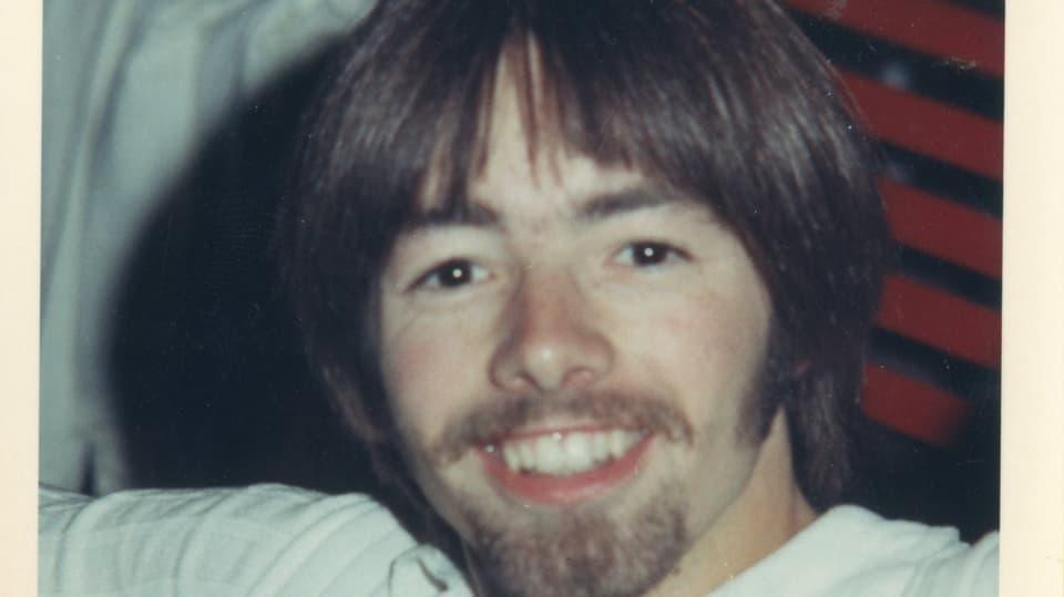 Jonny als Hippie, damals noch ohne Brille und mit braunen Haaren.