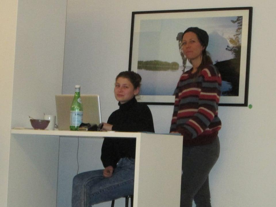 Patrizia Jäger, 38, stehend, Co-Geschäftsführerin von Zirkus, Kinderkleiderladen.