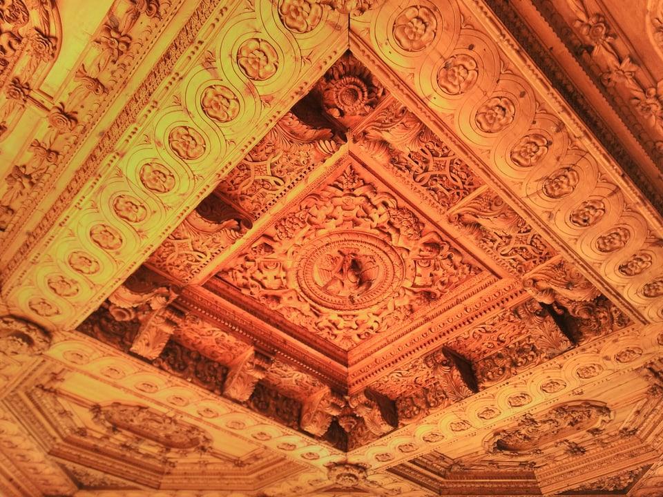 Il palantschieu sura da la stanza dals segns zodiacs el palazzo.