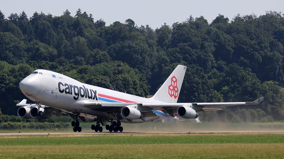 Nahaufnahme startende Boeing 747.