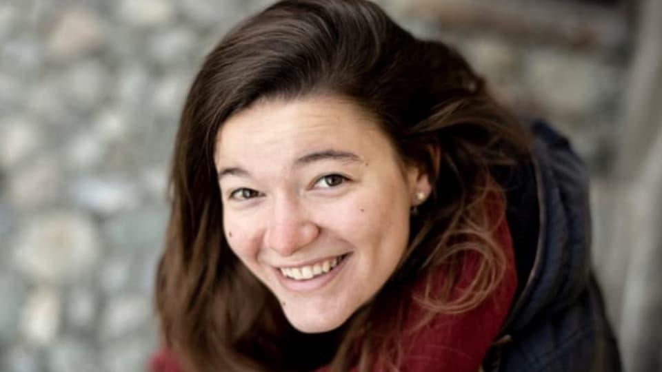 Litteratura rumantscha: la muntada per la giuvna autura Gianna Duschletta