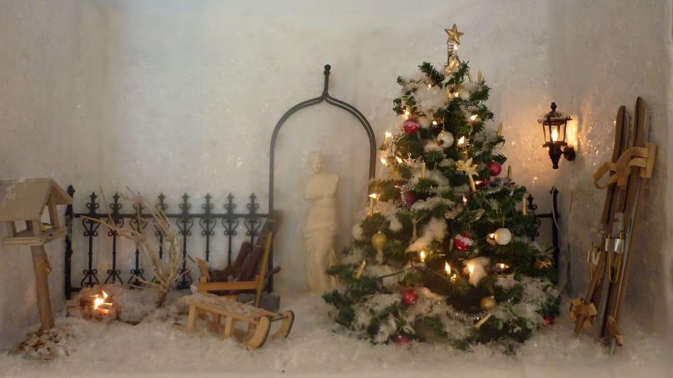 Weihnachtsszenerie als Miniaturwelt nachgebildet.