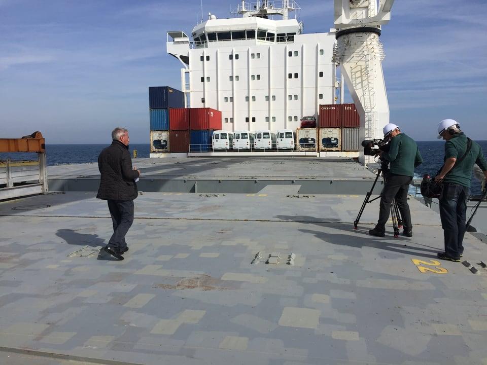 Dreharbeiten auf Frachtschiff.