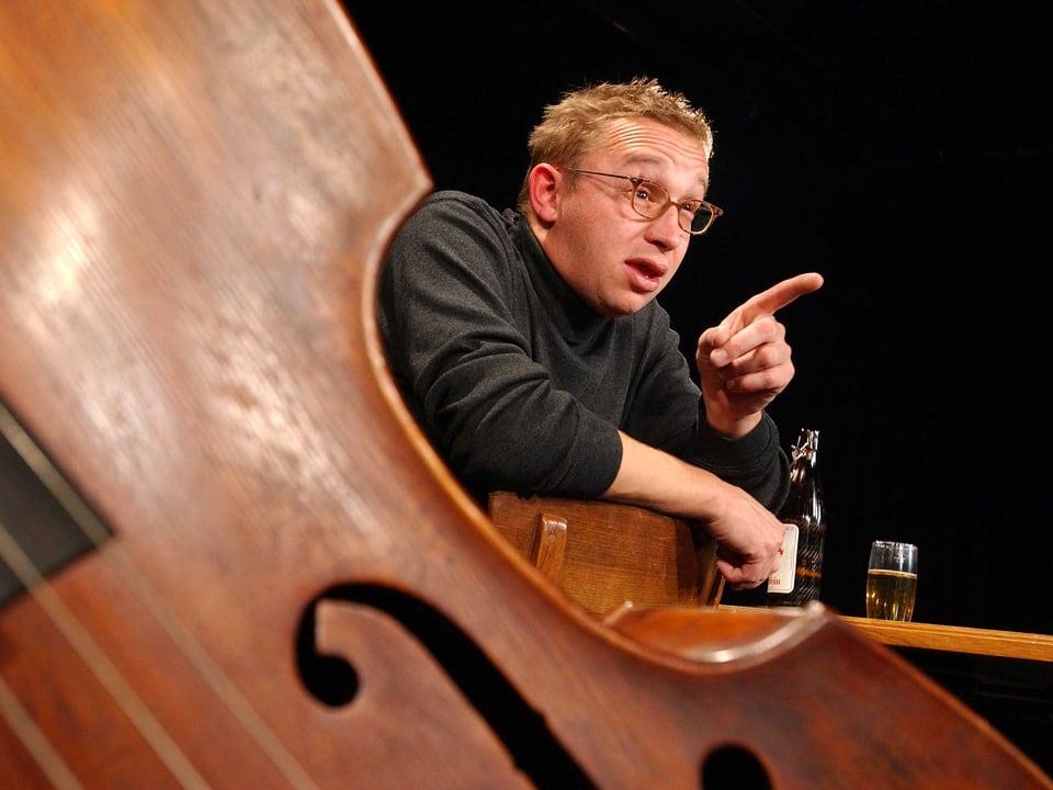 Philipp Galizia auf der Bühne.